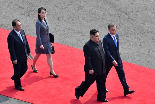Misteri Wanita Yang Menemani Kim Jong Un di Perbatasan
