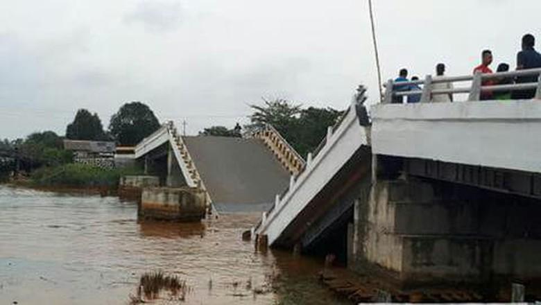 Jembatan Runtuh di Sumba Timur Akibat Gempa